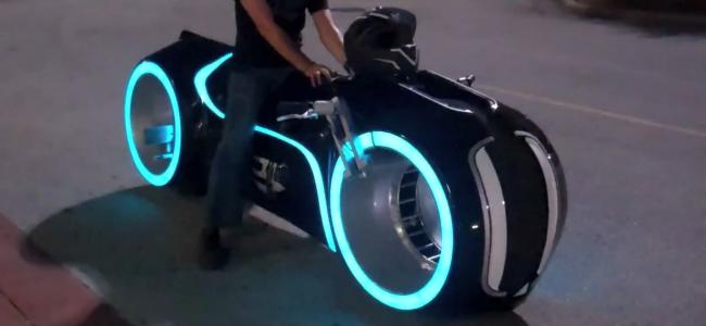 Ich fang das Motorradfahren an – Aber nur auf dem TRON Lightcycle!
